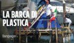 La sfida di Matteo e Piero: da Rimini a Venezia su un catamarano di 3.000 bottiglie di plastica