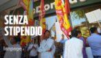 Roma, senza stipendio da mesi i lavoratori che puliscono i McDonald's: la protesta a Torpignattara