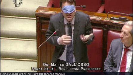 Matteo Dall'Osso interviene bendato alla Camera