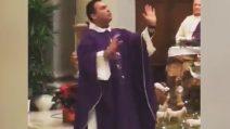 """""""Guardate cosa accade quanto non vi confessate"""": il prete sbalordisce tutti"""