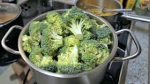 How to cook broccoli without losing its anti-inflammatory and anti-cancer properties!
