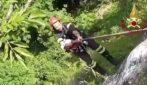 Cane cade in un dirupo profondo 50 metri: l'intervento dei vigili del fuoco