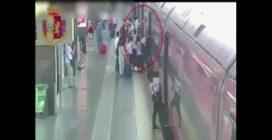 Roma, fermate due ladre seriali in azione alla Stazione Termini: prendevano di mira i turisti