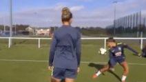 Come Neymar, il gioco di prestigio della calciatrice brasiliana in allenamento