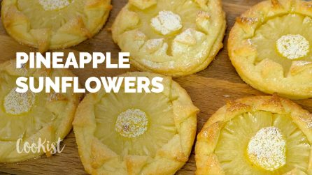 Pineapple puff pastry sunflowers: easy to make and so delicious!