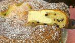 Torta soffice con cuore morbido di ricotta: cremosa, saporita e perfetta per la merenda!