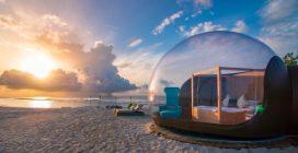 Maldive, una camera da letto su un atollo in mezzo al mare, il sogno degli innamorati diventa realtà