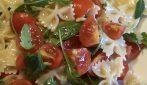 Farfalle fredde con rucola e pomodorini: la ricetta facile e saporita