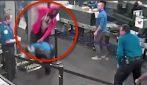 C'è un problema al metal detector: ragazzo 19enne semina il panico in aeroporto