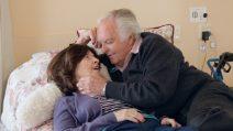 Dopo 51 anni sua moglie non lo riconosce più: l'amore che sfida l'Alzheimer