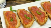 Spanish tomato toast: easy and delicious with a few ingredients!