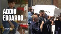 """L'ultimo saluto a Edoardo, annegato a Mirabilandia. Il nonno: """"Addio unico amore della mia vita"""""""