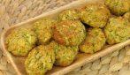 Frittelle di zucchine al forno: soffici, leggere e pronte in pochissimi minuti!