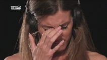 """Ilaria piange di fronte al falò, Massimo: """"Per fortuna non abbiamo figli"""""""