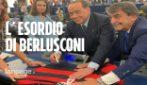 Parlamento Ue riparte tra le proteste. Berlusconi superstar: leghista gli chiede l'autografo