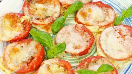 Pomodori al forno con mozzarella e parmigiano: un contorno veloce perfetto per ogni occasione!