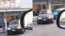 Problemi con il parcheggio: le manovre sono esilaranti