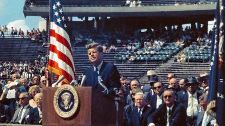 Kennedy annuncia che gli Stati Uniti porteranno il primo uomo sulla Luna