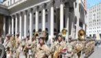 L'Associazione nazionale alpini compie 100 anni: la parata e la posa di una targa a Milano