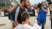 Calcio Juventus, la bella accoglienza dei tifosi a Gonzalo Higuain
