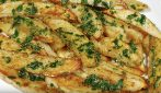 Patate al forno con aglio e prezzemolo: il contorno veloce e buonissimo