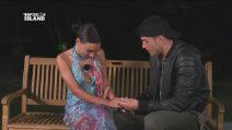 Jessica rivede Alessandro, i due lasciano insieme il villaggio