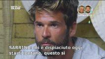 """Sabrina a Giulio Raselli: """"Ti voglio"""", il fidanzato Nicola assiste incredulo"""