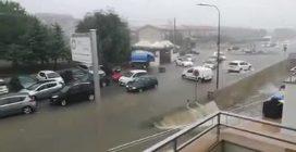 Nubifragio su Avola, strade trasformate in torrenti