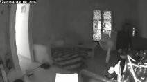 Atene, il momento terribile della scossa di terremoto in una casa