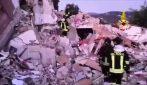 Esplosione sull'Isola d'Elba, palazzina crolla: vigili del fuoco scavano tra le macerie