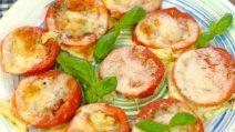 Tomate assado com mussarela e queijo parmesão: um prato rápido, perfeito para qualquer ocasião!