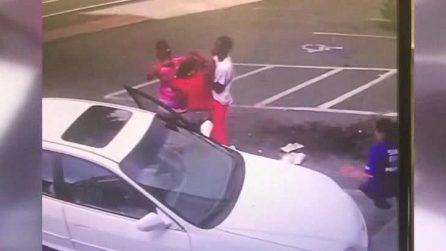Usa, Bimbo di 3 mesi muore dopo essere caduto dalle braccia della madre durante lite in strada