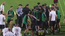 Entra l'invasore e Cristiano Ronaldo salta sul poliziotto