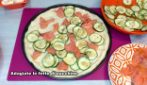 Pizza with zucchini and salmon: a rustic dish that everyone will love