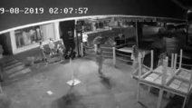 Raid vandalico in un ristorante di Lacco Ameno: ragazzine rovesciano i tavoli per terra