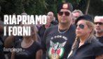 """Con i fascisti sulla tomba di Mussolini: """"Riapriamo i forni crematori. Se fa caldo è colpa dei neri"""""""