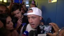 Calciomercato, Cagliari pazza di Nainggolan: delirio in aeroporto