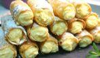 Crunchy custard cannoli: a mouthwatering dessert
