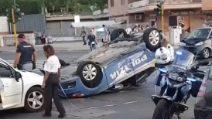 Roma, scontro tra volante della polizia e smart: 4 feriti