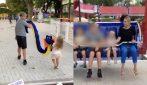 Francesco Totti al parco con la famiglia: sulle giostre coi figli