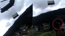 Valtellina, elicottero militare atterra in una zona affollata e scoperchia i tetti