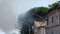 Camion dell'Ama va a fuoco su via Aurelia