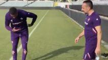 Ribery arriva per l'allenamento: Boateng si inchina all'ingresso