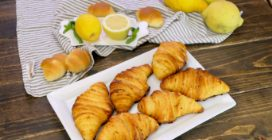 Homemade lemon croissants: you can make them in 20 minutes!