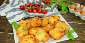 Tomato fritters: crispy on the outside and quite moist and full of flavors on the inside!