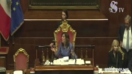 Governo, leghista con maglia su Bibbiano: Casellati sospende Aula