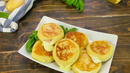Focaccine di patate senza uova e senza lievito: pronte in padella in 5 minuti!