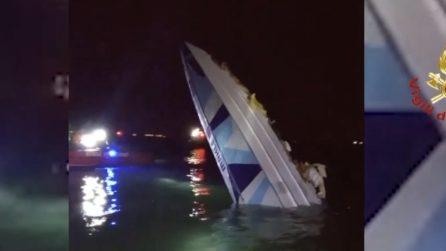 Venezia, imbarcazione si schianta: le prime immagini