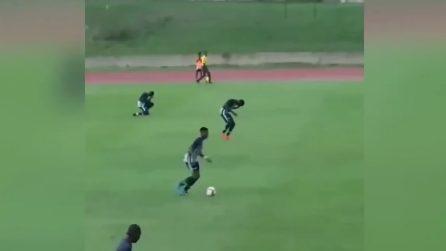 Fulmine cade sul terreno di gioco, calciatori si accasciano a terra improvvisamente