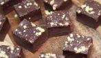 Fudge al cioccolato: tre ingredienti per preparare questo buonissimo dessert